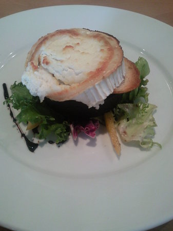 Brea: Goat's cheese salad with black pudding and balsamic glaze