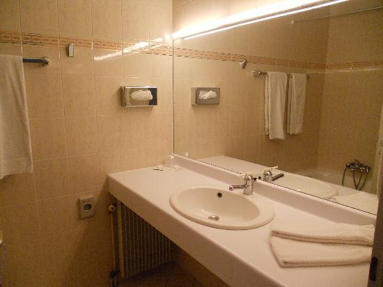 Savoy Hotel Evian: La salle de bain