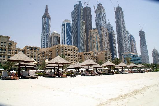 The Westin Dubai Mina Seyahi Beach Resort & Marina: Hotel im Hintergrund Dubai Marina