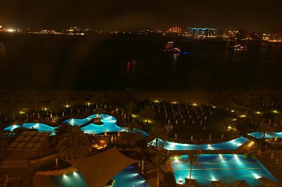 The Westin Dubai Mina Seyahi Beach Resort & Marina: Pools am Abend