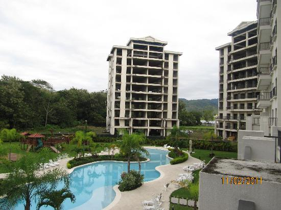 Jaco Bay Resort Condominium: burned out buildings