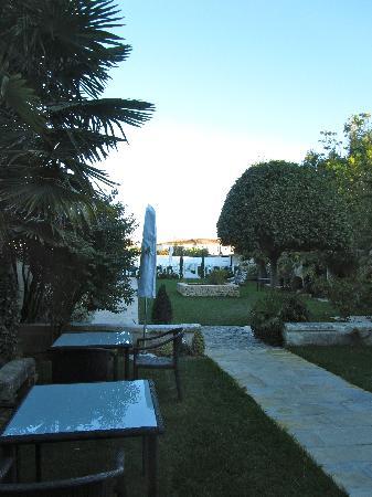 La Villa Clarisse : View onto rear garden