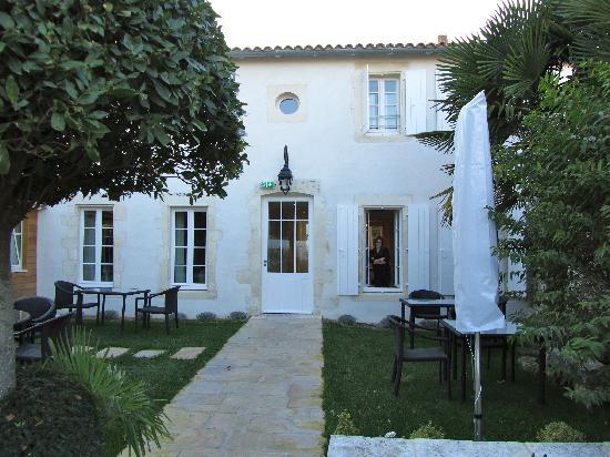 La Villa Clarisse : the villa