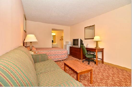 Econo Lodge: Bedroom2