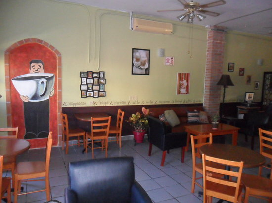 Fandango Cafe: Comfortable and inviting atmosphere