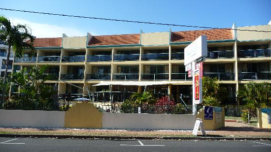Shelly Bay Resort: The hotel from the front