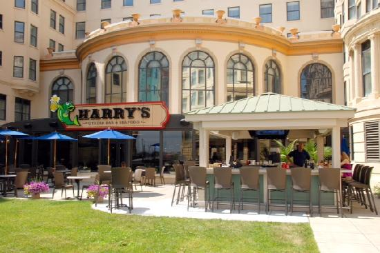 Harry's Oyster Bar & Seafood : Harry's Outside Dining