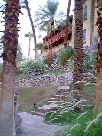 The Inn at Death Valley: Entracing pathways...A DELIGHT!