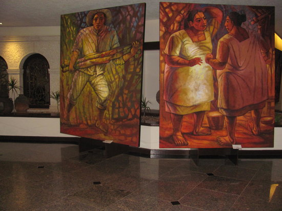 Hyatt Regency Merida: Murals in the entryway