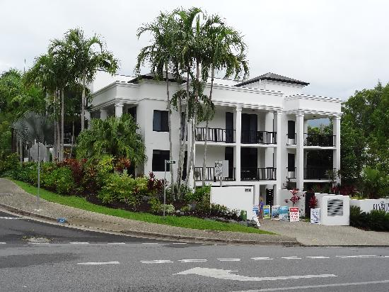Elysium Apartments: Buitenkant