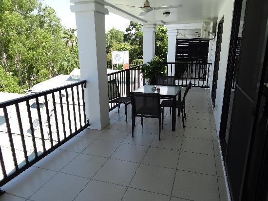 Elysium Apartments : Balkon