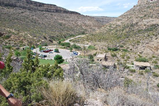 Sitting Bull Falls: Parking and Pavilions