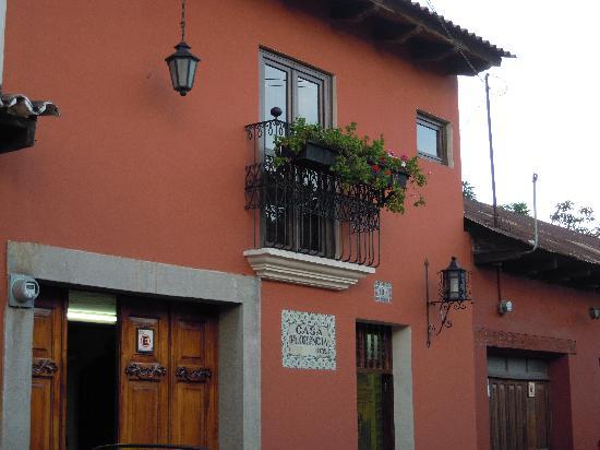 Casa Florencia Hotel: Casa Florencia from the street