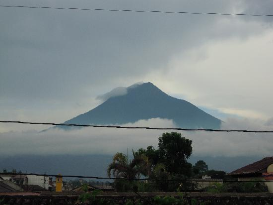 Casa Florencia Hotel : Volcano Agua from my room