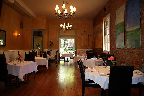 Dine in Casual Elegance in the Imperial Hotel Dining Room