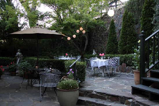Imperial Hotel: Dining on the Garden Patio