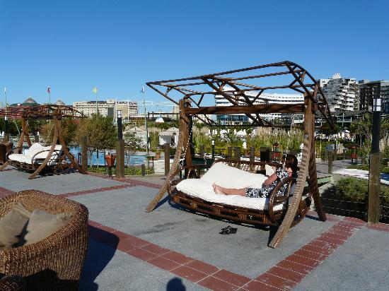 Limak Lara De Luxe Hotel&Resort: hotel depuis terrasse plage