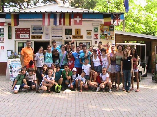 Marina di Ravenna, Italia: foto di gruppo davanti alla reception luglio 2011