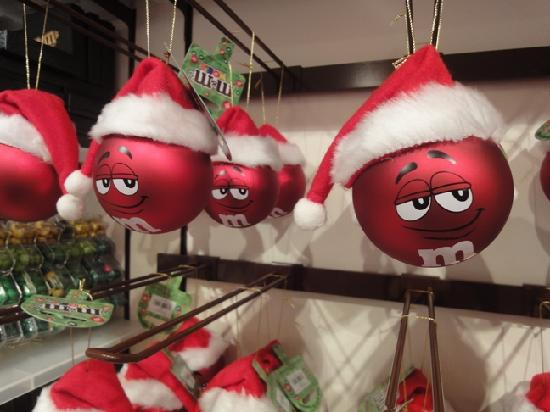 M&M's World: Christmas tree balls