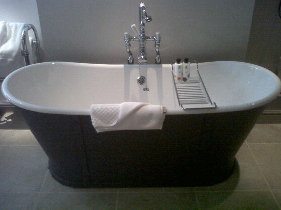 The Wheatsheaf Inn: Nice tub