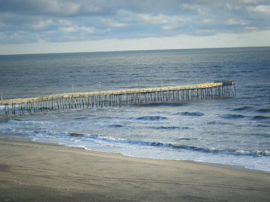 Baymont Inn & Suites Virginia Beach Oceanfront: View of the Pier from Balcony
