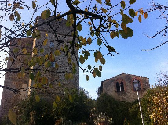 Il Castello del Poggiarello di Stigliano: TORRE