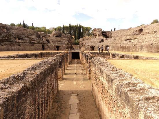 Conjunto Arqueológico Itálica: Anfiteatro (fosa bestiaria)