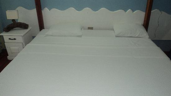Bamboo Walk Apartments: Our super clean bed.