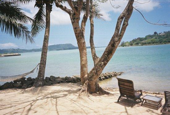 Fatumaru Lodge: Looking up the bay toward Irriki Island