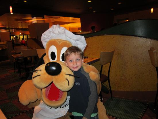 Goofy's Kitchen: Pluto was his favorite!