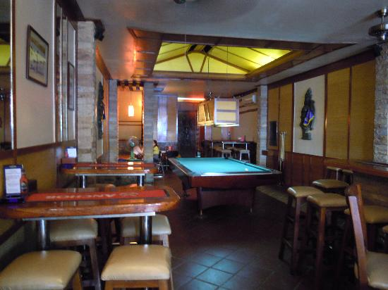 Sundance Riverside Hotel: Hotel lobby with pool table