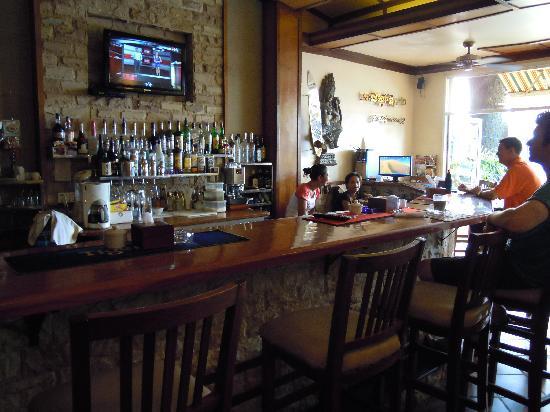 Sundance Riverside Hotel : Front desk full service bar