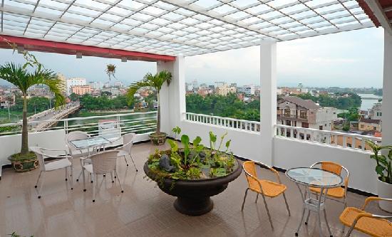Hanh Dat Hotel Hue: sky bar