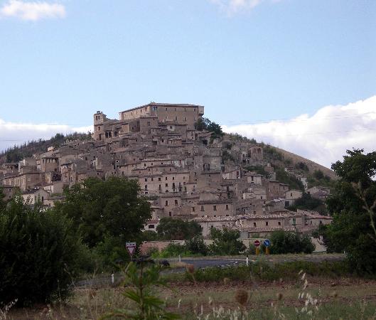 Abruzzo Segreto Navelli: The Village of Navelli