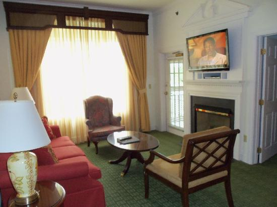 Marriott's Manor Club at Ford's Colony: Very impressive suite