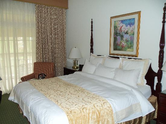 Marriott's Manor Club at Ford's Colony: Relaxing and comfortable bedroom