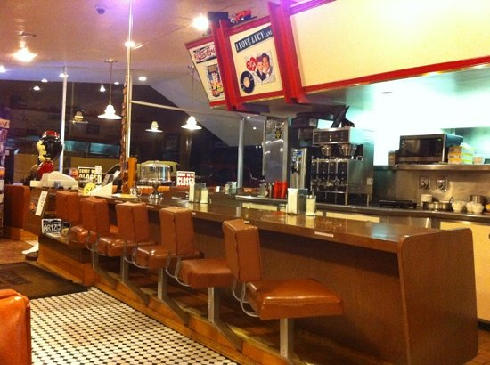 Goldie's Route 66 Diner: inside