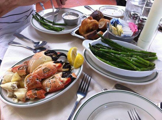 Joe's Stone Crab: Large Crab & Aspargus