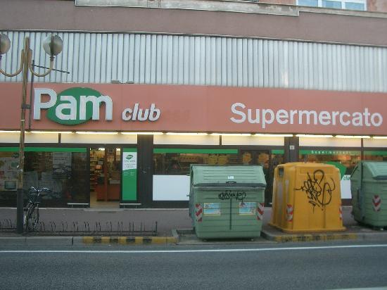 B&B Romantica Venezia: The supermercato nearby.