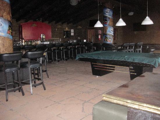 La Villada Inn: Inside the new club