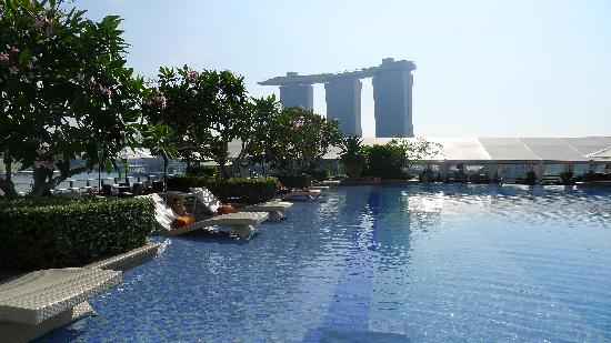 The Fullerton Bay Hotel Singapore: Rooftop Pool