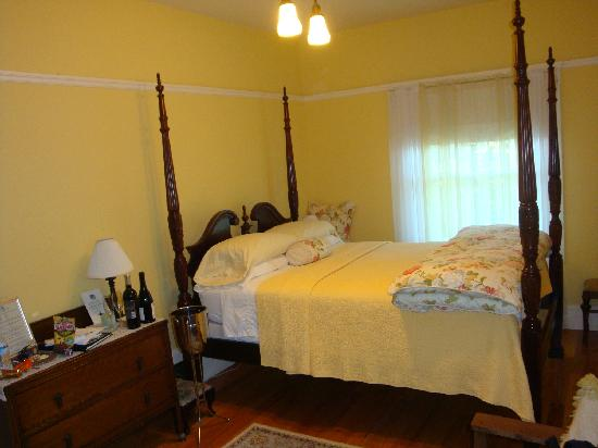 "Casa Bella Inn: ""Yellow Room"""