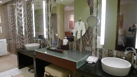 Grand Hyatt Macau: Spacious Washroom