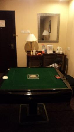 Jiefang Hotel: room2:poker table