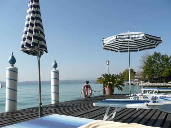 Hotel Marconi: The beautiful Lake Lounge area