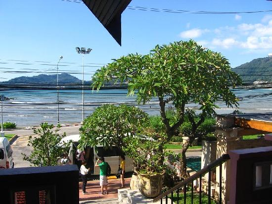 Seaview Patong Hotel: Patong beach & sea as seen from reception