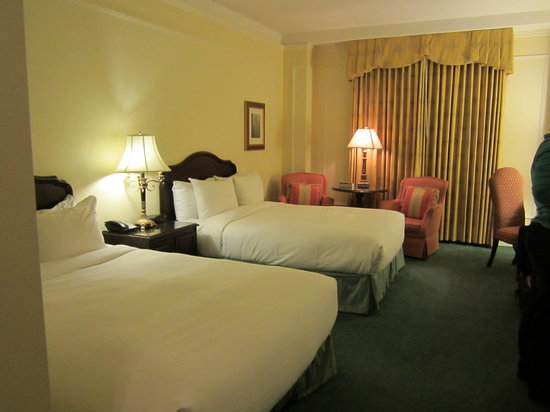 Fairmont Hotel Vancouver: Queen sized twin beds