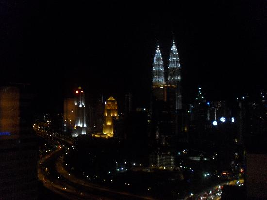 Sheraton Imperial Kuala Lumpur Hotel: Night view from the club room