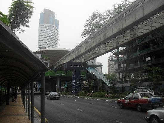 Sheraton Imperial Kuala Lumpur Hotel: Monorail just accross the road