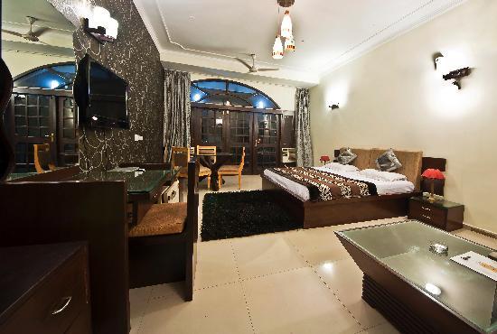 Euphoria Inn: Corporate Suite